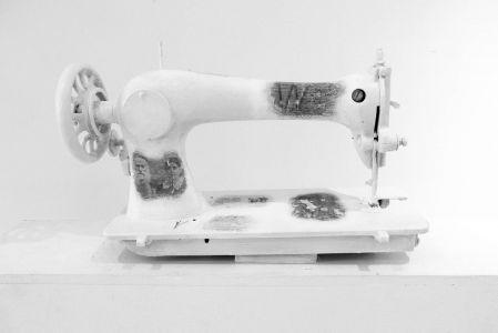 « Mémoire de machine à coudre ». Techniques mixtes. 53x30x20 cm